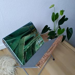 Super fin magasinholder i lækker materiale.  Kan sendes på købers regning eller afhentes i Tilst.