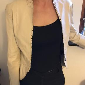 Flot, beige blazer/jakke fra Day Birger & Mikkelsen.  100% ægte læder