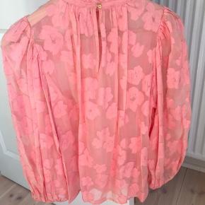 Sælger mine flotteste Ulla Johnson top 🌸🌺passer til str.S & M (US size 4) Mp 1300 kr Bytter ikke