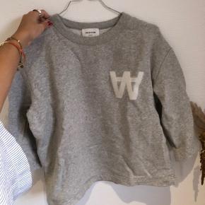 Wood Wood sweatshirt med trekvart-ærmer - brugt 2 gange og fremstår helt som ny. Byd💖