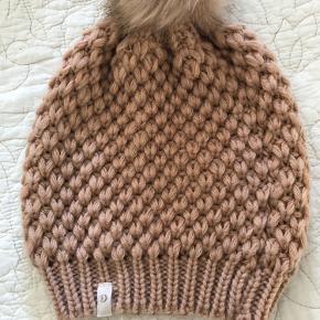 Cream hat & hue