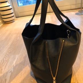 Fed taske lidt brugs spor indvendig ellers intet