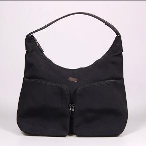 Smuk Gucci skuldertaske Har købt den på Lauritz.com derfor er den verificeret  Højde: 30 cm Bredde: 38 cm Dybde: 13 cm