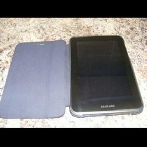 Samsung Galaxy Tab 2, 10.1 tommer. 3 år gammel og nænsomt brugt. Nulstillet og i fin stand. Afhentning i Hellerup eller forsendelse med DAO.