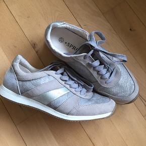 Super fede sneakers str 37 Mp 200,-