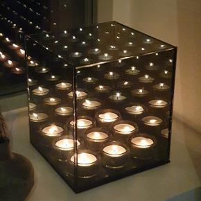 Røgfarvet endless lysestage i glas til 9 fyrfadslys.