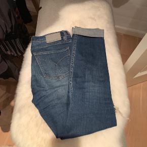 Lækre Calvin Klein bukser som er købt i USA. Det er en str 27