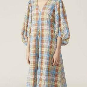 Fineste kjole brugt få gange. Str 42 passer også en 40