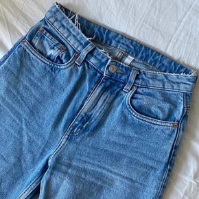 Weekday Voyage jeans, str 25/30