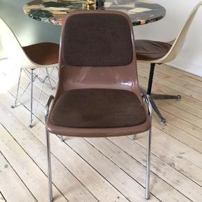 Vintage Drabert stol i plastik sælges. Fin stand. Købt på loppemarked i Berlin.  Måler: Bredde: 50 cm Højde: 81 cm Siddehøjde: ca 47 cm  #stol, retro, vintage, Drabert, plastik, spisebordsstol, design,