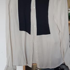 Silke skjorte, brugt en gang. 100% Silke. Str 40