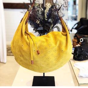 Sætter min super fede Onatah taske fra Louis Vuitton til salg, da jeg ikke får den brugt.. Den står som ny, da den stort set ikke har været brugt.. Der medfølger dust bag og kvittering 😊