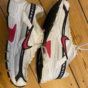 Nike Initiator i str 40 De er rene og med meget få brugstegn