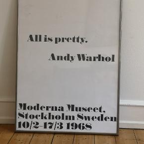 All is pretty Andy Warhol plakat med ramme. Rammen er dog gammel. Plakat er original fra Sverige. Sælges samlet