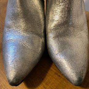 Fede støvler. Slidtage på hælen og snuden