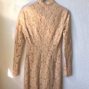 Fineste kjole fra Ganni.  Brugt 1 gang til bryllup.