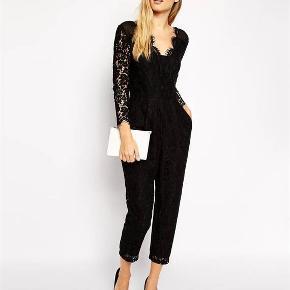 Whistles Lovebird Jumpsuit/Buksedragt med fantastisk flot blonde Rummelig model sidder som en drøm, størrelse 40. Sælges pga vægttab. Købspris 2800 kr., brugt til en fest og fejler intet.