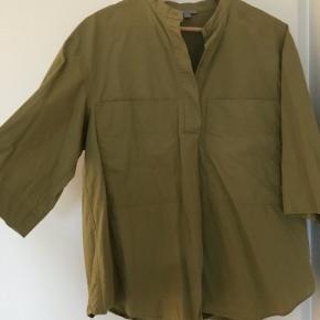 Fed klassisk skjorte fra COS i god efterårsfarve