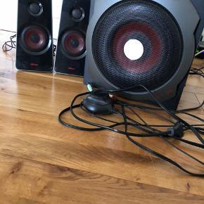 Trust højttaler  Fremstår som nye og fejler intet i lyd   Nypris 600 Skal afhentes i Aabybro