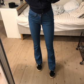 Sælger de her sygt fede jeans fra 2NDDAY i en str small, de sidder mega godt og er i god stand!