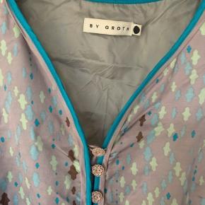 Supersød kjole med bælte.   1