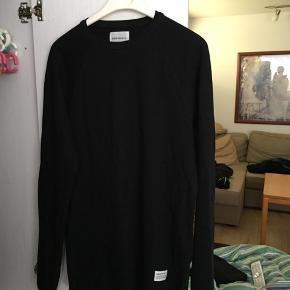 En læææækker trøje fra det danske brand Norse Projects. Skriv for mere info!