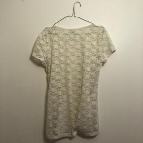Hvid blonde t-shirt fra H&M conscious i str. L