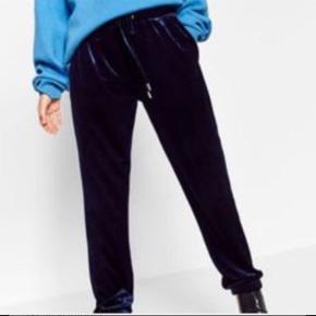 Zara sælges sammen og hver for sig! Sammen = 130kr T-shirt = 60kr Bukser = 90kr