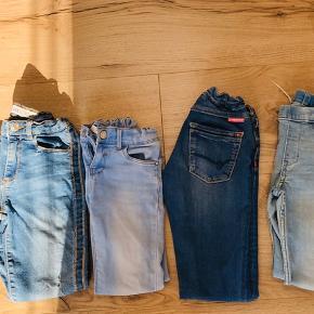4 jeans til pige, str 8 år. 1 par som alm jeans, 3 par lækre og bløde som leggings, kan reguleres i livet. Samlet pris 100 kr/stk. 350 kr samlet for alle 4.
