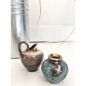 To West Germany vaser i keramik fra Jasba. Lille vase uden hank: 6x6cm - 200kr 🌸 Vase med hank 8x7cm - 125kr. ✌🏼