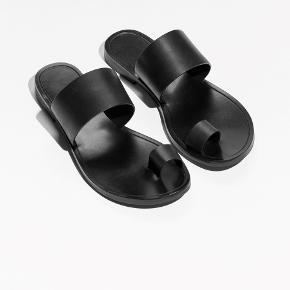 Fantastisk fine sandaler i læder (undtagen sålen). De er prøvet på 1 time, så de er som nye.  Mindstepris: 350pp (nypris 700)