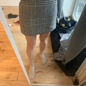 H&M nederdel i tern.