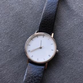 Ældre Mulberry armbåndsur  Batteriet er dødt men kan skiftes.  Remmen er vældig slidt men kan skiftes.