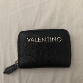Sælger min Valentino by Mario Valentino pung. I super god stand og ingen tegn på slid.