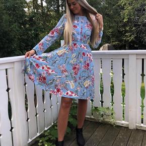 Fineste sommerkjole fra Astrid Frank. Den er kun brugt én gang 🌸
