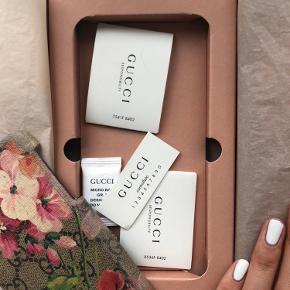 Sælger Gucci cover, købte det selv på Trendsales og det er rimelig slidt, dermed den billige pris - alt medfølger!