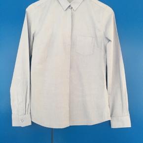 Lyseblå skjorte  Køber betaler fragt