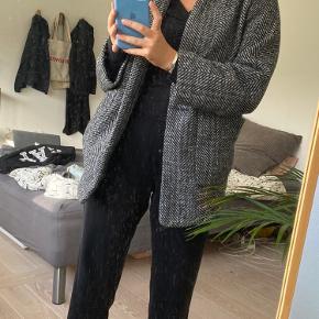 Efterårsjakke fra H&M. Brugt en smule sidste vinter med en strik under.❤️❤️❤️
