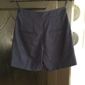 Så fine shorts fra Margit Brandt, str.38 mørkeblå, nypris 950,- som nye, brugt 2 gange. Sælges for 350,-