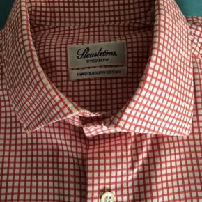 Stenströms skjorte.str.39 100% bomuld og strygelet.Fitted body.