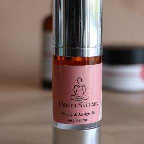 1. Antipodes, Divine Face Oil - 88% tilbage. Pris 60 kr. Læs mere: https://helsemin.dk/antipodes-divine-face-oil-30-ml-2/  - SOLGT 2. Danica Skincare, Øko Ansigtolie med Havtorn, 100% tilbage. Pris 250 kr. Læs mere: https://danicaskincare.dk/produkt/oekologisk-ansigtsolie-parfumefri-30-ml/ 3. Trilogy, Balancing Face Lotion - cca 45% tilbage. Pris 50kr. Læs mere: https://www.trilogyproducts.com/products/balancing-face-lotion  - SOLGT 4. Trilogy, Makeup Be Gone Cleasing Balm - cca. 80% tilbage. Pris 70kr. Læe mere: https://www.magasin.dk/make-up-be-gone-cleansing-balm-80-ml./VA04033711-00000001_061.html?gclid=EAIaIQobChMIq9jdw_C66QIVE-d3Ch2CfQaNEAQYAiABEgJup_D_BwE 5. Vivacite(s) de Bach parfume - cca.94% tilbage. Pris 280kr. Læs mere: https://www.leboudoir.dk/shop/les-fleur-de-219p.html