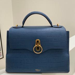 Overvejer at sælge denne smukke taske, hvis det rette bud kommer - da jeg desværre ikke får den brugt