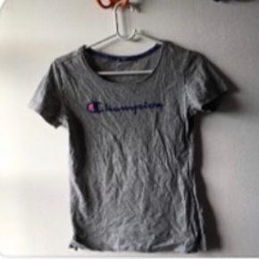 Jeg sælger disse 3 trøjer. Ingen skader på nogle af trøjerne. Har kun brugt dem 2 gange max. Ellers har de bare lagt i mit skab Str M men fitter også en S