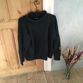 Jeg sælger denne højhalsede trøje fra Monki, str. S. Sælges da jeg ikke får den brugt.  • Sendes med DAO • Kan hentes i Aarhus C