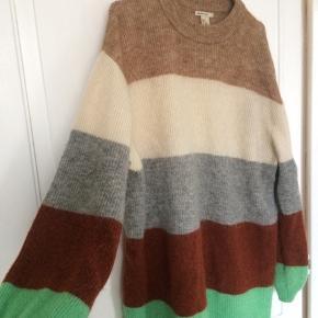 H&M Sweater, God, men brugt. Nørrebro - Sælger mit tøj da jeg har for meget som bare ligger og ikke bliver brugt. Altid til at forhandle med???. H&M Sweater, Nørrebro. God, men brugt, Brugt en periode og har derfor mindre tegn på brug