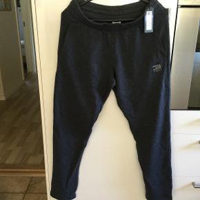 Nye og ubrugte Sweat pants model Noos fra Jack & Jones søger nyt hjem. Str. M. Handler gerne via mobilepay. Ved TSH betaler køber eget gebyr. Ingen bytte.