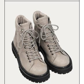 Tracking boots mila beige Nypris 2.300,-