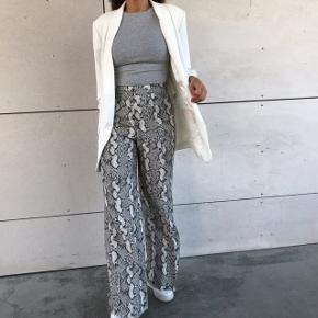 Fed oversize blazer fra Zara 🌸💛😍 har med vilje købt den i L, da jeg synes looket ser fedt ud 😄