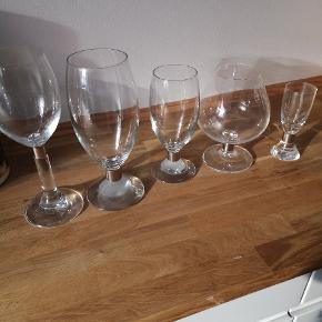 Erik bagger Elegance glas. Har min. 8 af alle, undtagen cognac glassene, dem har jeg 4 af. Nogen har jeg 10 af. Står som næsten ny, da de kun er blevet brugt til fin brug og ikke til hverdagsbrug. Sælges samlet og afhentes på amager