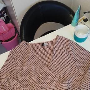 Rigtig sød cropped bluse fra H&M